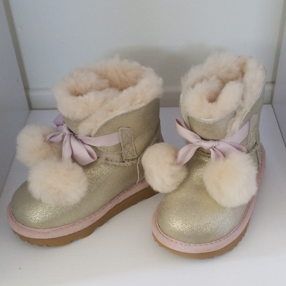 9f5628fb9e2 New Ugg metallic boots toddler Gita silver